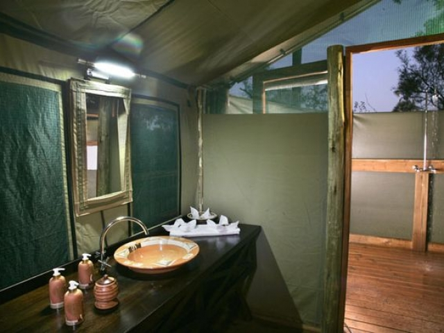 Moremi Crossing, Safari Tent Bathroom