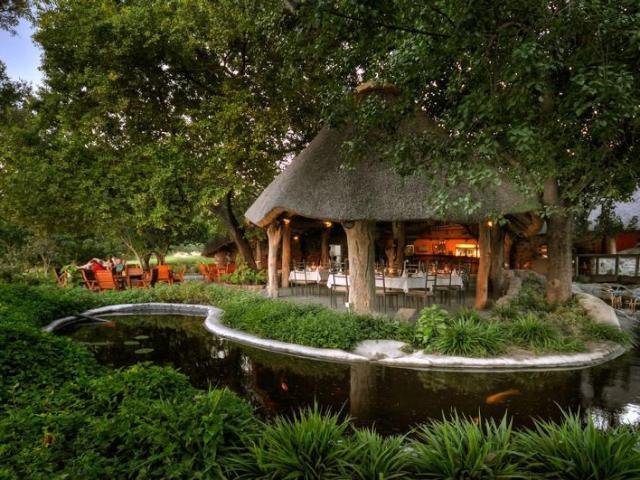 Thamalakane River Lodge, Restaurant
