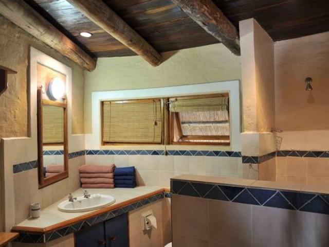Lokuthula bathroom, Victoria Falls