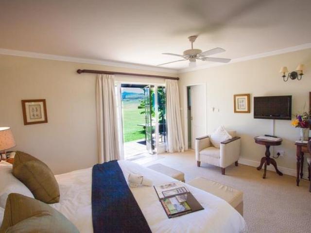Moorcroft Manor, bedroom (upgrade option)