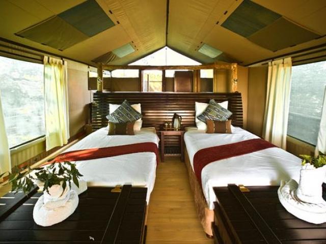 Pom Pom Camp, Botswana and Zimbabwe, luxury accommodation