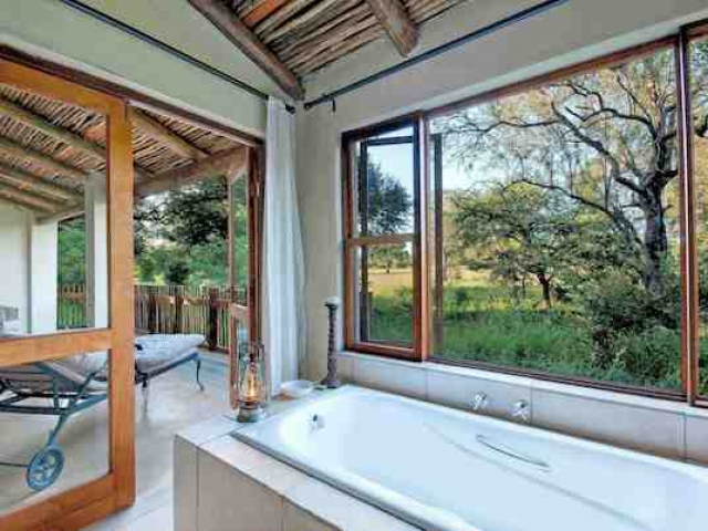 Notten's Bush Camp, Suite Bathroom