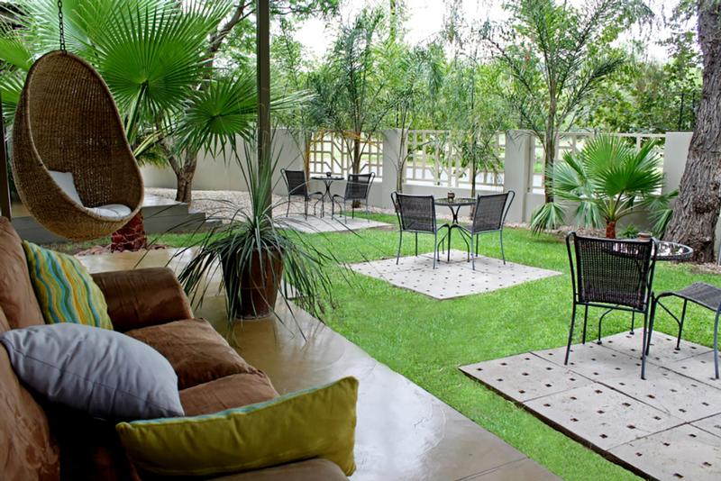 Namibia Wonders - Relaxing at Elegant Guesthouse, Windhoek (Standard)