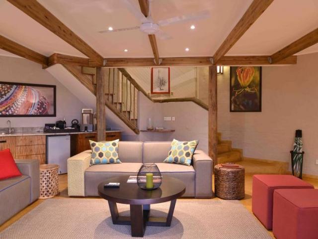 Victoria Falls Safari Suites, Suite Lounge (Upgrade)