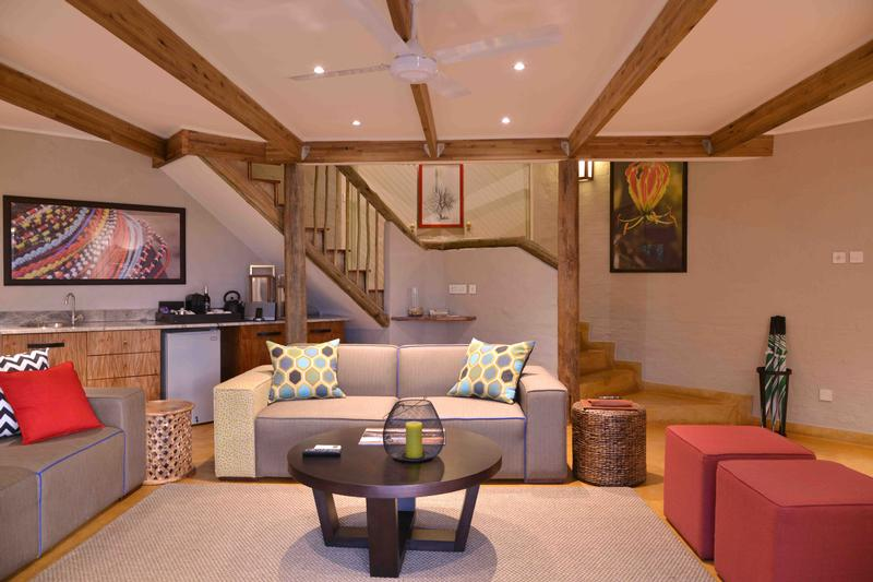 Family Self-Drive Botswana - Victoria Falls Safari Suites, Suite Lounge (Upgrade)