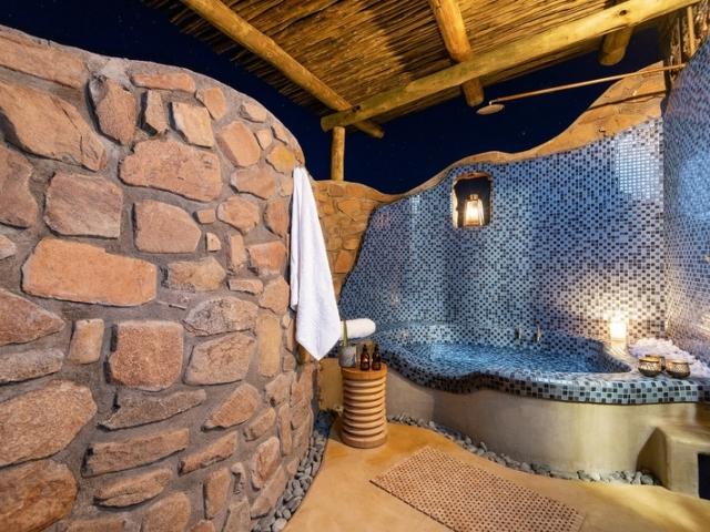 Cape to Windhoek - Hoodia Desert Lodge, Sossusvlei (Upgrade), Outdoor bathrooms