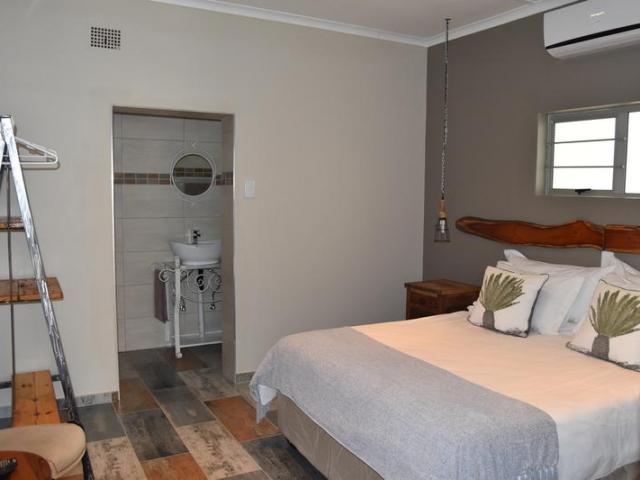 Cape to Windhoek - Quiver Inn Guesthouse, Keetmanshoop (Standard & Upgrade), bedroom