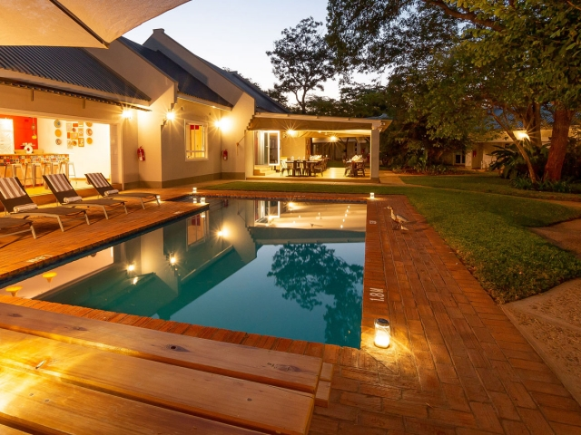 Phezulu Guest Lodge, Victoria Falls & Chobe, pool and bar area